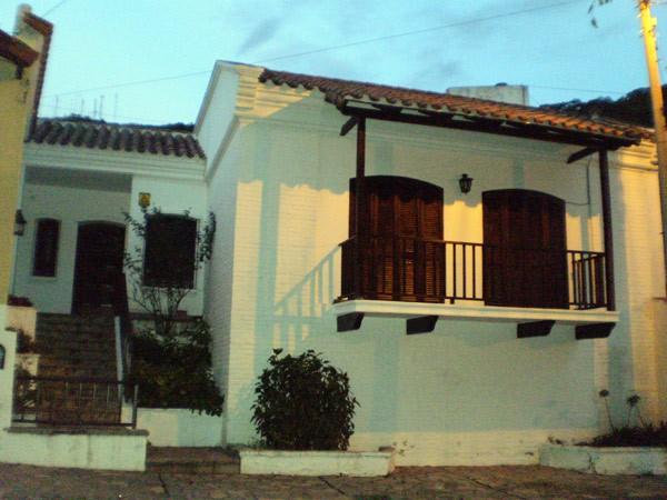 Decoracion de casas coloniales m s de 1000 ideas sobre for Mirote y blancana casa moderna