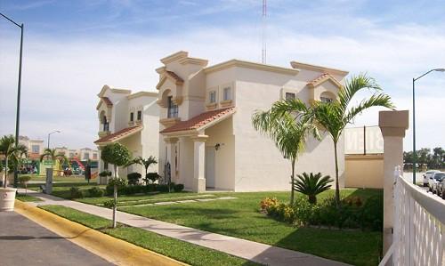 Fachadas de residenciales privadas