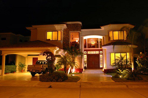 Colecci n de fachadas de casas de lujo 2013 todo fachadas for Casas modernas y lujosas fotos
