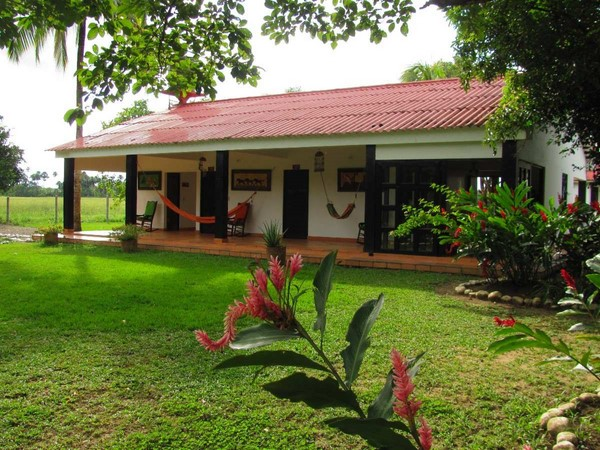 Casas de estilo campestre fachadas de casas for Fachadas casas de campo campestres