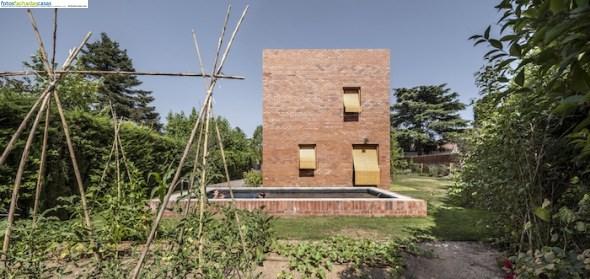 Una casa moderna con ladrillo visto fachadas de casas for Casas de ladrillo visto fotos