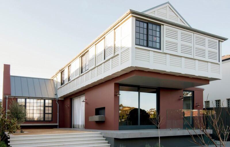 Dos pisos y pintada a dos colores