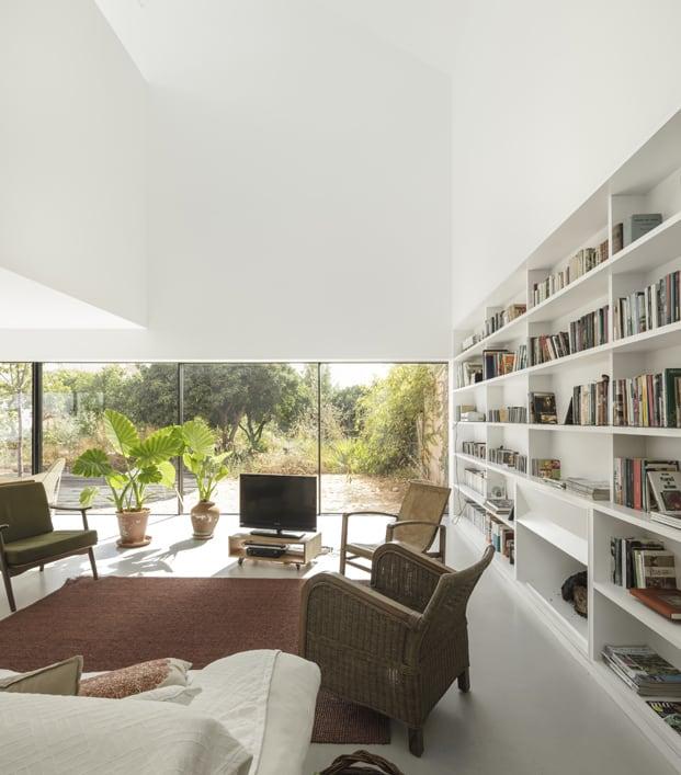 Una sala muy amplia y moderna