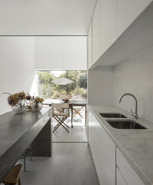 Moderno lavabo y cocina