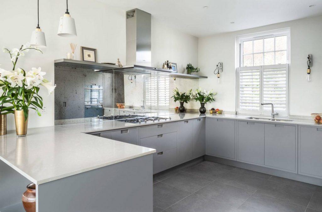 Una cocina muy limpia y moderna