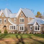 Casa Breezy Countryside con estilo gótico y un diseño amplio y muy natural