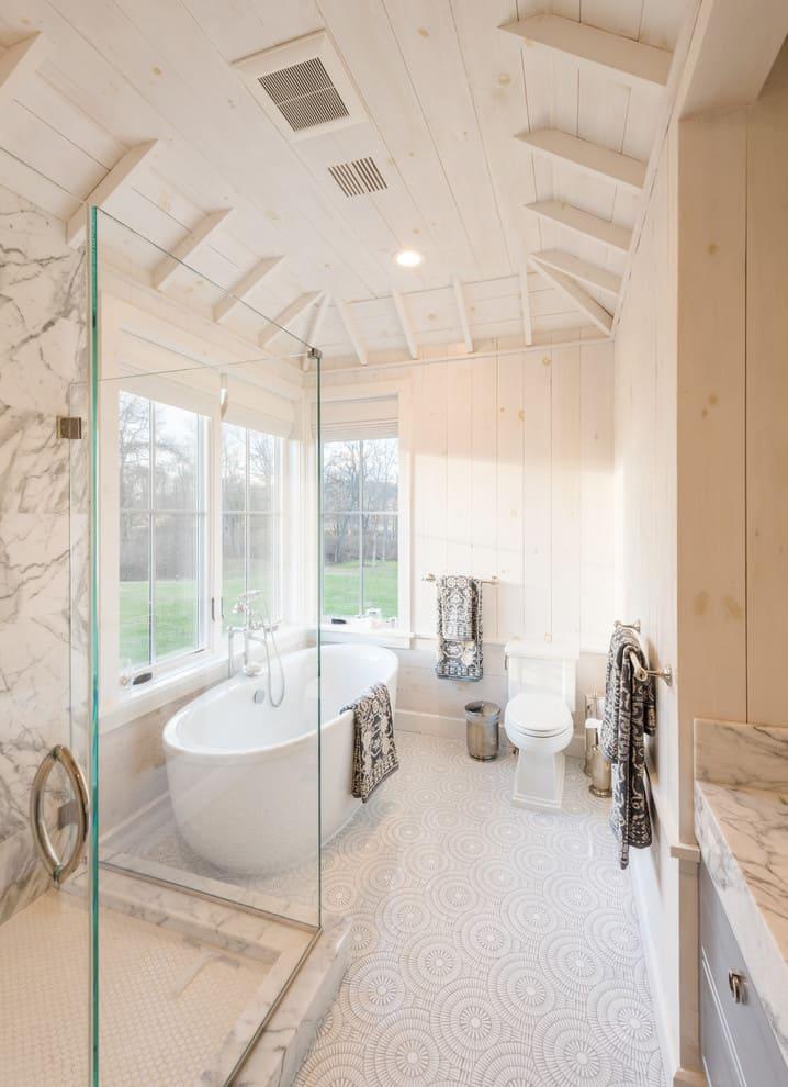 Un baño moderno y abierto