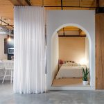"""El hogar tipo loft en el centro de Toronto Cánada esconde una lúdica """"Bed Box"""" con un diseño impresionante."""