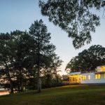 Rancho de los años 50´s mejorado en Sweeping Creek Vistas para una mejor comodidad