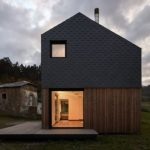 Casa prefabricada funcional en España con un entorno bohemio y muy bonito