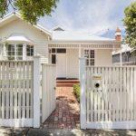 Edwardian Timber Cottage genera un cambio de imagen moderno en todo el espacio