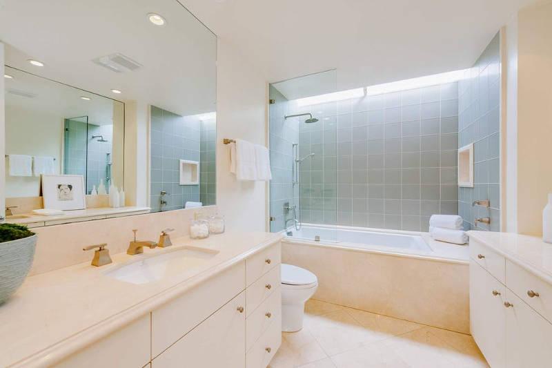 Un baño muy elegante