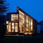 Casa familiar renovada en Edimburgo con paredes de cristal